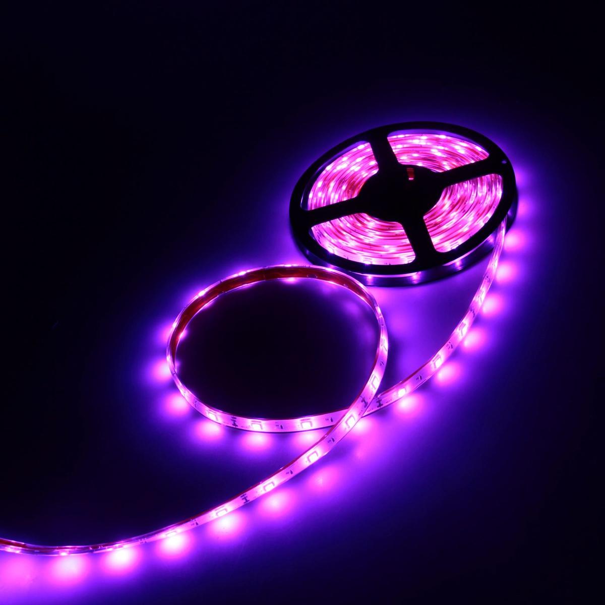 Светодиодная лента Luazon, 12В, SMD5050, длина 5 м, IP68, 30 LED ламп, 7.2 Вт/м, 14-16 Лм/1 LED, DC, цвет: фиолетовый883937Светодиодные гирлянды, ленты и т.д — это отличный вариант для новогоднего оформления интерьера или фасада. С их помощью помещение любого размера можно превратить в праздничный зал, а внешние элементы зданий, украшенные ими, мгновенно станут напоминать очертания сказочного дворца. Такие украшения создают ауру предвкушения чуда. Деревья, фасады, витрины, окна и арки будто специально созданы, чтобы вы украсили их светящимися нитями.