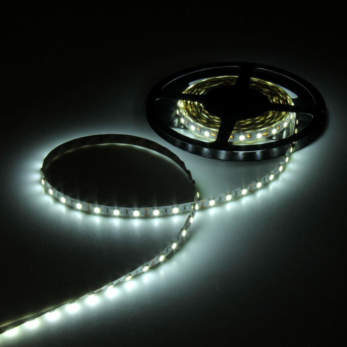 Светодиодная лента Luazon, 12В, SMD5050, длина 5 м, IP33, 60 LED ламп, 14.4 Вт/м, 14-16 Лм/1 LED, DC, цвет: белый883943Светодиодные гирлянды, ленты и т.д — это отличный вариант для новогоднего оформления интерьера или фасада. С их помощью помещение любого размера можно превратить в праздничный зал, а внешние элементы зданий, украшенные ими, мгновенно станут напоминать очертания сказочного дворца. Такие украшения создают ауру предвкушения чуда. Деревья, фасады, витрины, окна и арки будто специально созданы, чтобы вы украсили их светящимися нитями.