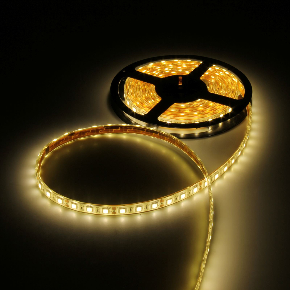 Светодиодная лента Luazon, 12В, SMD5050, длина 5 м, IP68, 60 LED ламп, 14.4Вт/м, 14-16 Лм/1 LED, DC, цвет: теплый белый883960Светодиодные гирлянды, ленты и т.д — это отличный вариант для новогоднего оформления интерьера или фасада. С их помощью помещение любого размера можно превратить в праздничный зал, а внешние элементы зданий, украшенные ими, мгновенно станут напоминать очертания сказочного дворца. Такие украшения создают ауру предвкушения чуда. Деревья, фасады, витрины, окна и арки будто специально созданы, чтобы вы украсили их светящимися нитями.