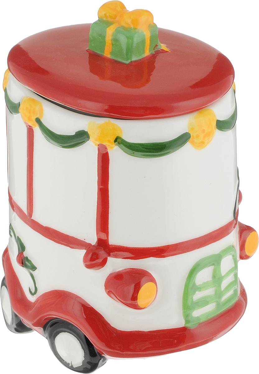 Сахарница Magic Time Снеговичок за рулем, 9,9 x 8,3 x 13,4 см75881Сахарница Снеговичок за рулем от Magic Time - это новогоднее украшение для стола, которое приносит ощущение праздника и волшебства в дом, создает атмосферу радости и веселья. Сахарница изготовлена из высококачественной керамики и прекрасно подходит для хранения и сервировки. Такая посуда станет отличным подарком для ваших друзей и близких.