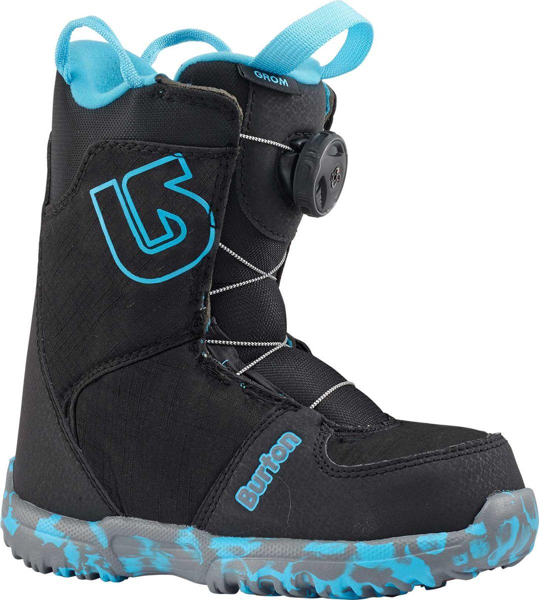 Ботинки для сноуборда Burton Grom Boa, цвет: черный. Размер 30,515089101001Пришла пора сделать решительный шаг от липучек Velcro к быстрому и легкому комфорту системы Boa, ведь теперь и самые маленькие райдеры могут оценить всю ее простоту и удобство. Для ребенка, который пока еще только учится стоять боком, это будет идеальный вариант, благодаря удобному теплому внутреннику, системе Room-To-Grow позволяющей увеличивать ботинок на 1 размер, влагоотводящей подкладке и прочной резиновой подошве DynoLITE. Теперь можно облачиться в свои новые ботинки без помощи мамы или папы, а это открывает огромный новый мир для начинающих сноубордистов!