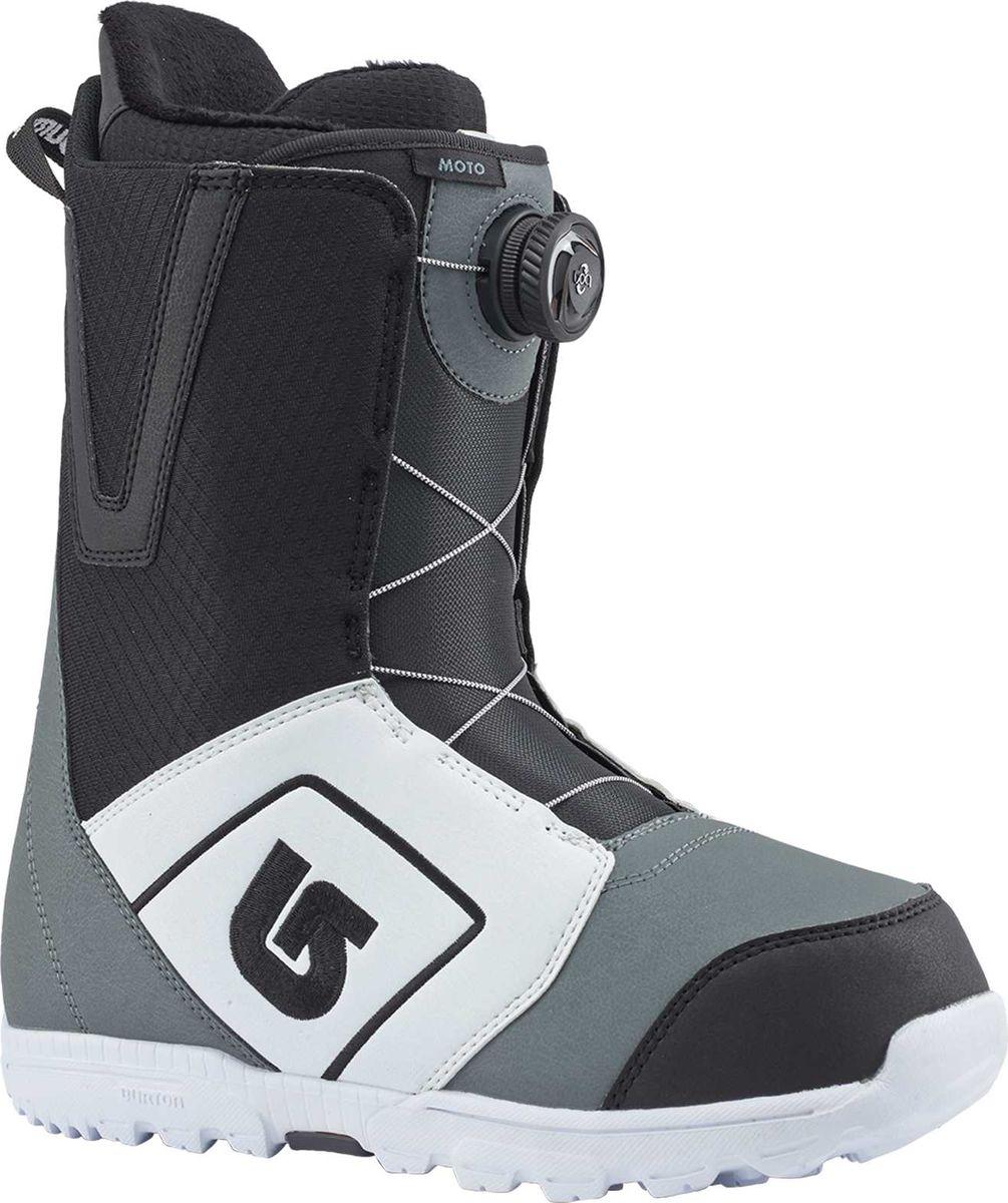 Ботинки для сноуборда Burton Moto Boa, цвет: белый, черный, серый. Длина стельки 28,5 см13176103115Наконец то бессменный лидер продаж среди ботинок доступен со шнуровкой BOA.Большинство райдеров делали свои первые шаги в сноубординге вместе с этими ботинками.