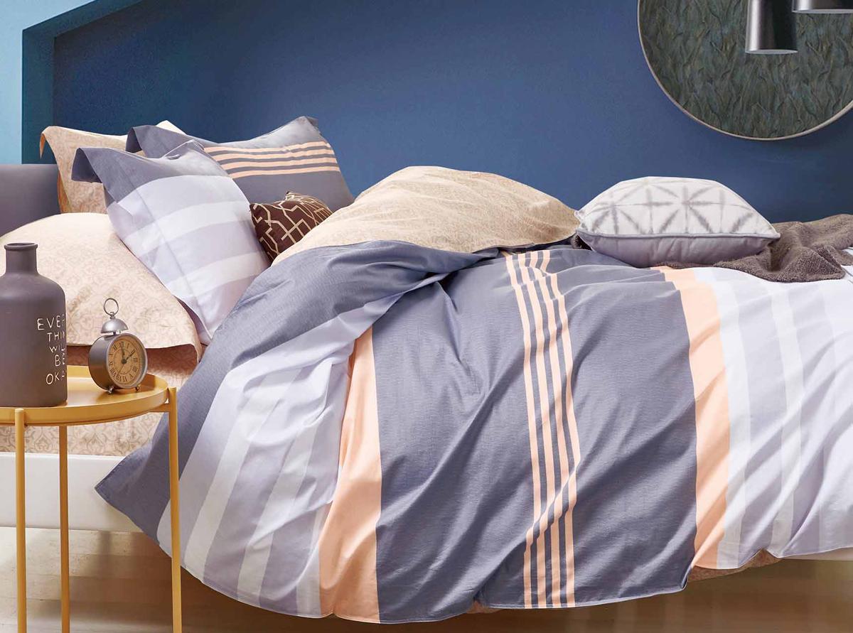 Комплект белья Soft Line, семейный, наволочки 50x70. 1056310563Роскошный комплект постельного белья Soft Line выполнен из качественного плотного сатина и украшен оригинальным рисунком. Комплект состоит из двух пододеяльников, простыни и двух наволочек.Постельное белье Soft Line подобно облаку сочетает в себе плотность цвета и безграничную нежность фактуры. Это белье обладает волшебной практичностью, а потому оказываться на седьмом небе станет вашим привычным занятием.Доверьте заботу о качестве вашего сна высококачественному натуральному материалу.Сатин - это ткань из 100% натурального хлопка. Мягкость и нежность материала создает чувство комфорта и защищенности. Классический натуральный природный материал делает это постельное белье нежным, элегантным и приятным.