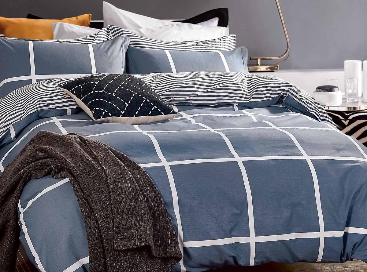 Комплект белья Soft Line, семейный, наволочки 50x70. 1058310583Роскошный комплект постельного белья Soft Line выполнен из качественного плотного сатина и украшен оригинальным рисунком. Комплект состоит из двух пододеяльников, простыни и двух наволочек.Постельное белье Soft Line подобно облаку сочетает в себе плотность цвета и безграничную нежность фактуры. Это белье обладает волшебной практичностью, а потому оказываться на седьмом небе станет вашим привычным занятием.Доверьте заботу о качестве вашего сна высококачественному натуральному материалу.Сатин - это ткань из 100% натурального хлопка. Мягкость и нежность материала создает чувство комфорта и защищенности. Классический натуральный природный материал делает это постельное белье нежным, элегантным и приятным.