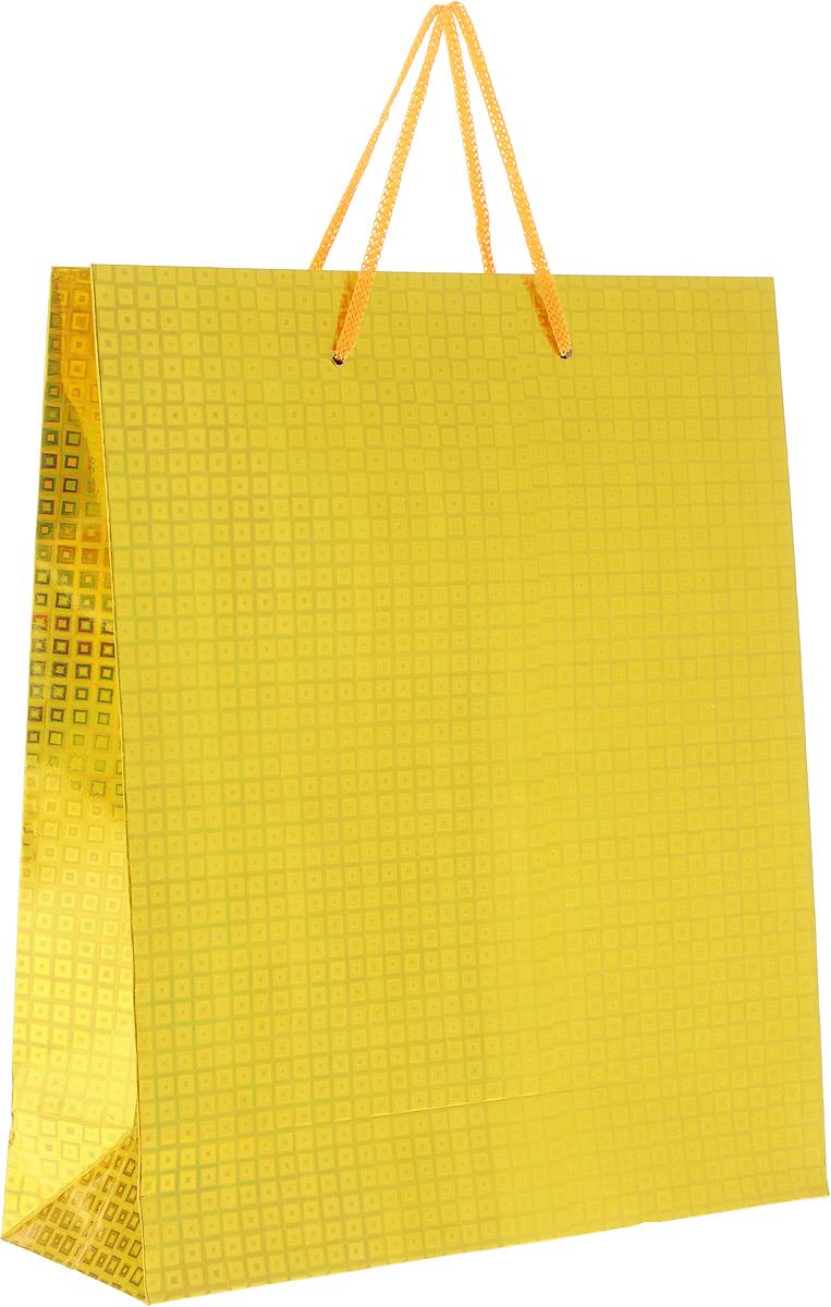 Пакет подарочный Magic Home Золотой глянец, 24 x 28 x 9 см1418789Подарочный пакет Magic Home, изготовленный из плотной бумаги, станет незаменимым дополнением к выбранному подарку. Дно изделия укреплено картоном, который позволяет сохранить форму пакета и исключает возможность деформации дна под тяжестью подарка.Пакет выполнен с глянцевой ламинацией, что придает ему прочность, а изображению - яркость и насыщенность цветов. Для удобной переноски имеются две ручки в виде шнурков.