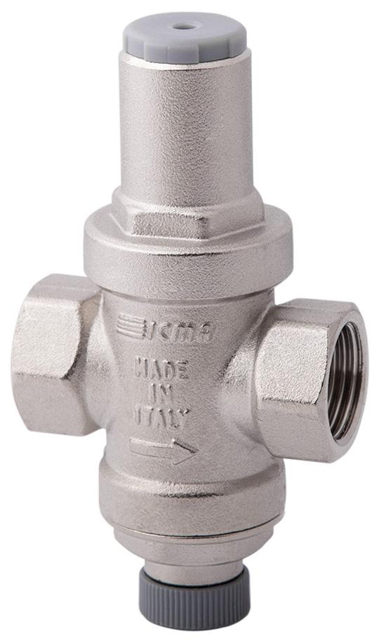Редуктор давления ICMA Миньон, с подключением к манометру, 1/291247AD06Редуктор давления поршневого типа ICMA Миньон предназначен для снижения и стабилизации давления воды на входе. Устанавливается на бытовом водопроводе для обеспечения стабильного давления воды, поступающей из центрального трубопровода. Пистонный режим работы. Есть возможность подключения манометра. Редуктор имеет небольшие размеры, не шумит при работе, подходит для квартир. Присоединения: внутренняя резьба. Максимальное давление на входе: 16 бар. Давление на выходе регулируется: от 1 до 4 бар. Фабричная настройка давления на выходе: 3 бар. Максимальная рабочая температура: 90°C.Диаметр подключения: 1/2.