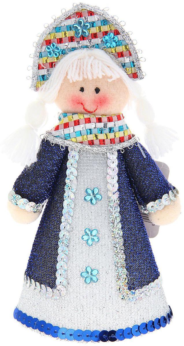 Новогоднее подвесное украшение Sima-land Снегурочка в синем пальто, 17 см1010451Новогоднее украшение Sima-land отлично подойдет для декорации вашего дома и новогодней ели. Елочная игрушка - символ Нового года. Она несет в себе волшебство и красоту праздника. Такое украшение создаст в вашем доме атмосферу праздника, веселья и радости.