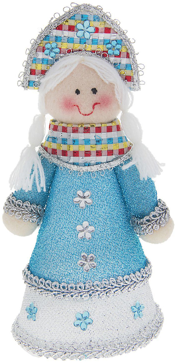 Новогоднее подвесное украшение Sima-land Снегурочка в бирюзовом платье, 17 см1010452Новогоднее украшение Sima-land отлично подойдет для декорации вашего дома и новогодней ели. Елочная игрушка - символ Нового года. Она несет в себе волшебство и красоту праздника. Такое украшение создаст в вашем доме атмосферу праздника, веселья и радости.