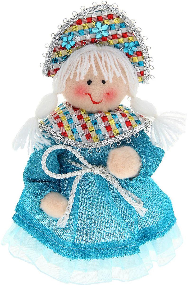 Новогоднее подвесное украшение Sima-land Снегурочка в широком платье, 15 см1010453Новогоднее украшение Sima-land отлично подойдет для декорации вашего дома и новогодней ели. Елочная игрушка - символ Нового года. Она несет в себе волшебство и красоту праздника. Такое украшение создаст в вашем доме атмосферу праздника, веселья и радости.