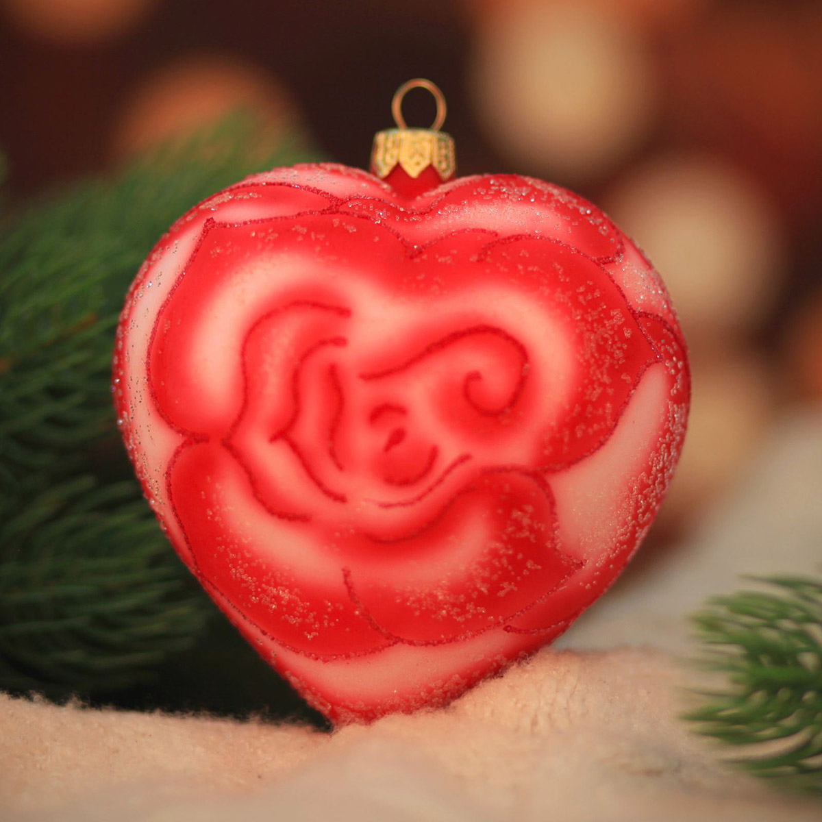Новогоднее подвесное украшение Hanco Design Сердце-роза, высота 10 см106340Новогоднее украшение Hanco Design отлично подойдет для декорации вашего дома и новогодней ели. Елочная игрушка - символ Нового года. Она несет в себе волшебство и красоту праздника. Такое украшение создаст в вашем доме атмосферу праздника, веселья и радости.