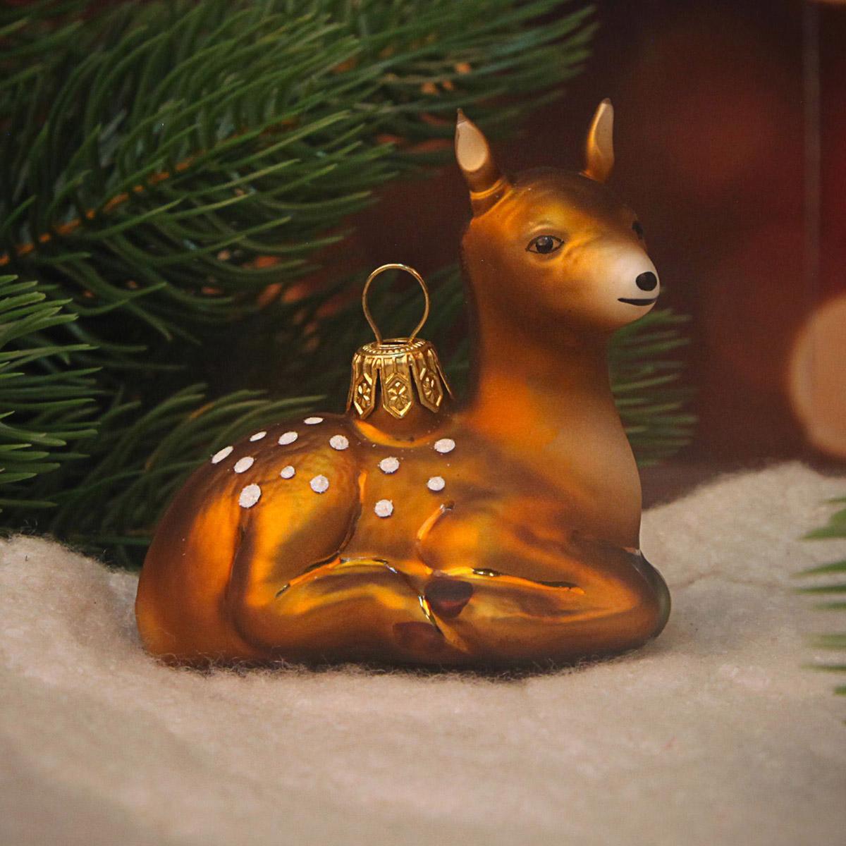 Новогоднее подвесное украшение Hanco Design Бэмби на привале, высота 7 см106359Новогоднее украшение Hanco Design отлично подойдет для декорации вашего дома и новогодней ели. Елочная игрушка - символ Нового года. Она несет в себе волшебство и красоту праздника. Такое украшение создаст в вашем доме атмосферу праздника, веселья и радости.