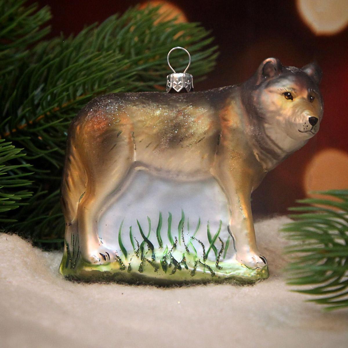 Новогоднее подвесное украшение Hanco Design Волк, высота 8 см106389Новогоднее украшение Hanco Design отлично подойдет для декорации вашего дома и новогодней ели. Елочная игрушка - символ Нового года. Она несет в себе волшебство и красоту праздника. Такое украшение создаст в вашем доме атмосферу праздника, веселья и радости.