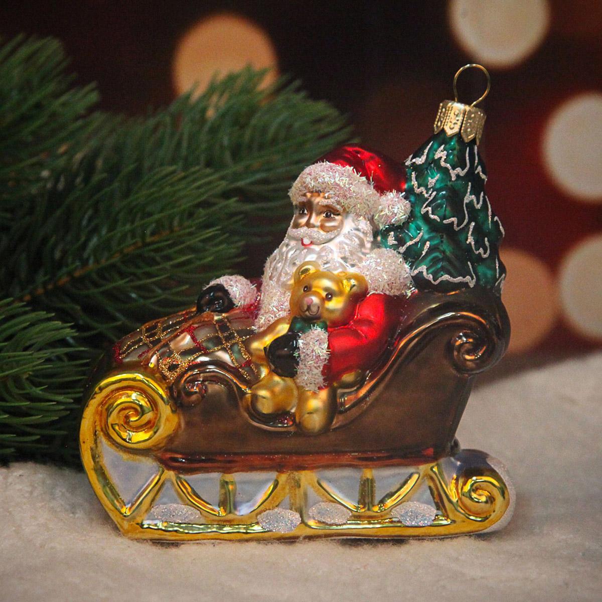 Новогоднее подвесное украшение Hanco Design Санта в санях, высота 10 см106412Новогоднее украшение Hanco Design отлично подойдет для декорации вашего дома и новогодней ели. Елочная игрушка - символ Нового года. Она несет в себе волшебство и красоту праздника. Такое украшение создаст в вашем доме атмосферу праздника, веселья и радости.