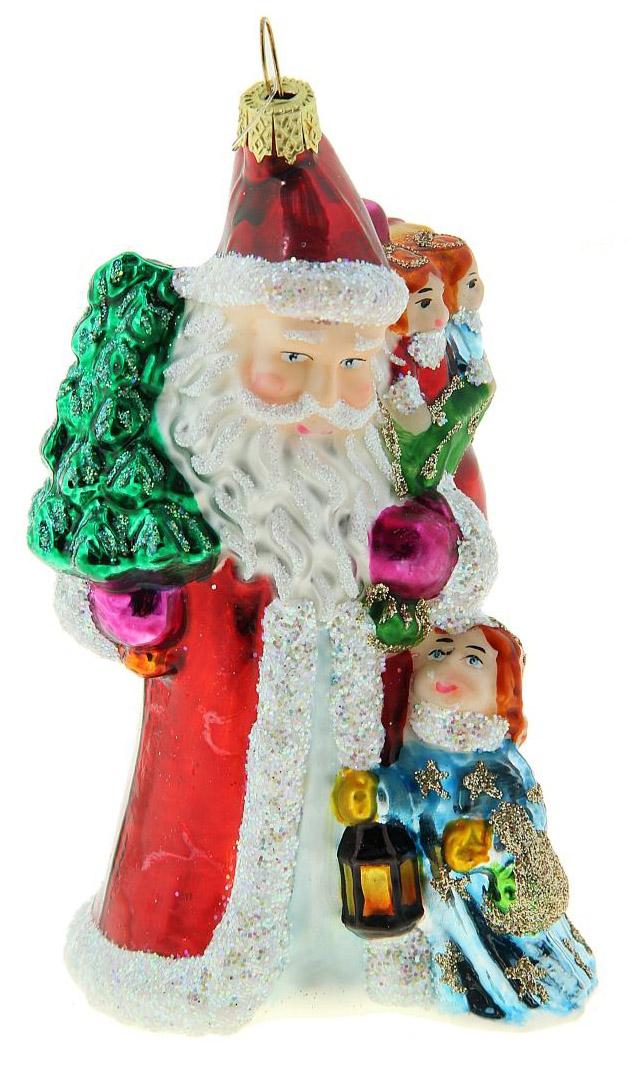 Новогоднее подвесное украшение Sima-land Дед Мороз с елочкой и детьми, 10,5 х 6 см188181Новогоднее украшение Sima-land отлично подойдет для декорации вашего дома и новогодней ели. Елочная игрушка - символ Нового года. Она несет в себе волшебство и красоту праздника. Такое украшение создаст в вашем доме атмосферу праздника, веселья и радости.