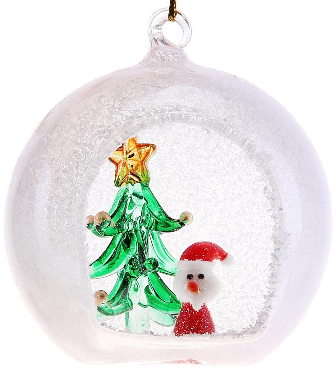 Новогоднее подвесное украшение Sima-land Дед Мороз у елочки в шаре, 7 х 7,5 х 8 см726631Новогоднее украшение Sima-land отлично подойдет для декорации вашего дома и новогодней ели. Елочная игрушка - символ Нового года. Она несет в себе волшебство и красоту праздника. Такое украшение создаст в вашем доме атмосферу праздника, веселья и радости.