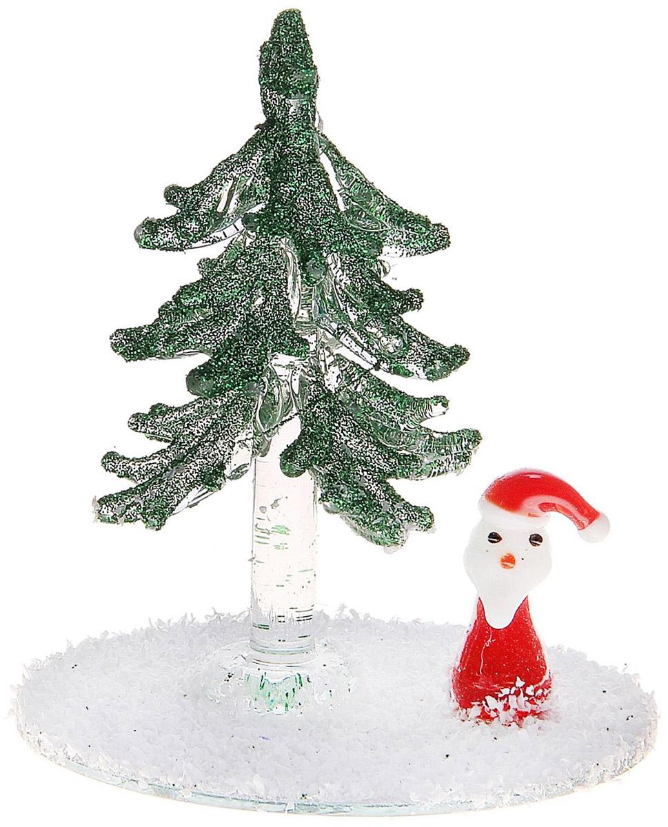 Новогоднее подвесное украшение Sima-land Дед Мороз у елочки, 8 см726652Новогоднее украшение Sima-land отлично подойдет для декорации вашего дома и новогодней ели. Елочная игрушка - символ Нового года. Она несет в себе волшебство и красоту праздника. Такое украшение создаст в вашем доме атмосферу праздника, веселья и радости.