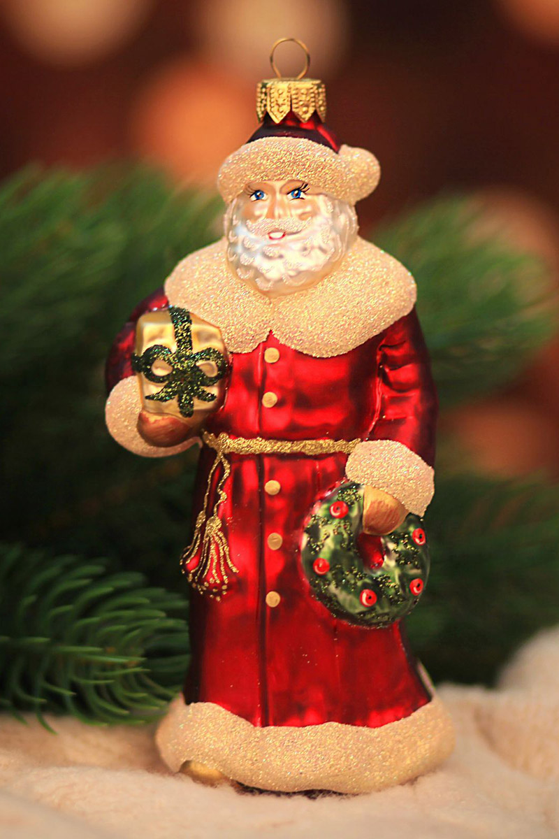 Новогоднее подвесное украшение Hanco Design Дед Мороз с подарками, высота 15,5 см848069Новогоднее украшение Hanco Design отлично подойдет для декорации вашего дома и новогодней ели. Елочная игрушка - символ Нового года. Она несет в себе волшебство и красоту праздника. Такое украшение создаст в вашем доме атмосферу праздника, веселья и радости.