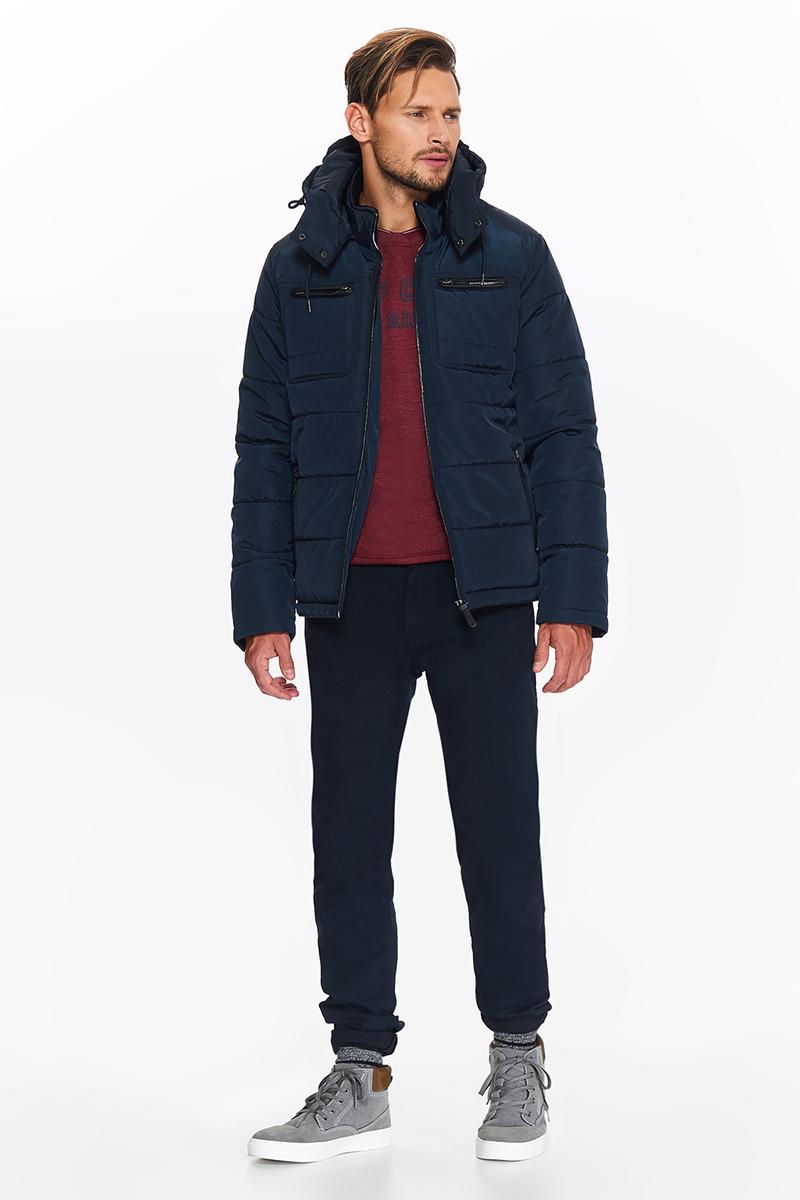 Куртка мужская Top Secret, цвет: темно-синий. SKU0822GR. Размер L (48)SKU0822GRСтеганная короткая однотонная куртка от Top Secret из мягкой, влагостойкой ткани, полностью застегивается на молнию, на подкладке и с большим функциональным капюшоном. Есть стильные карманы. Практичная отлично для переменчивой погоды.