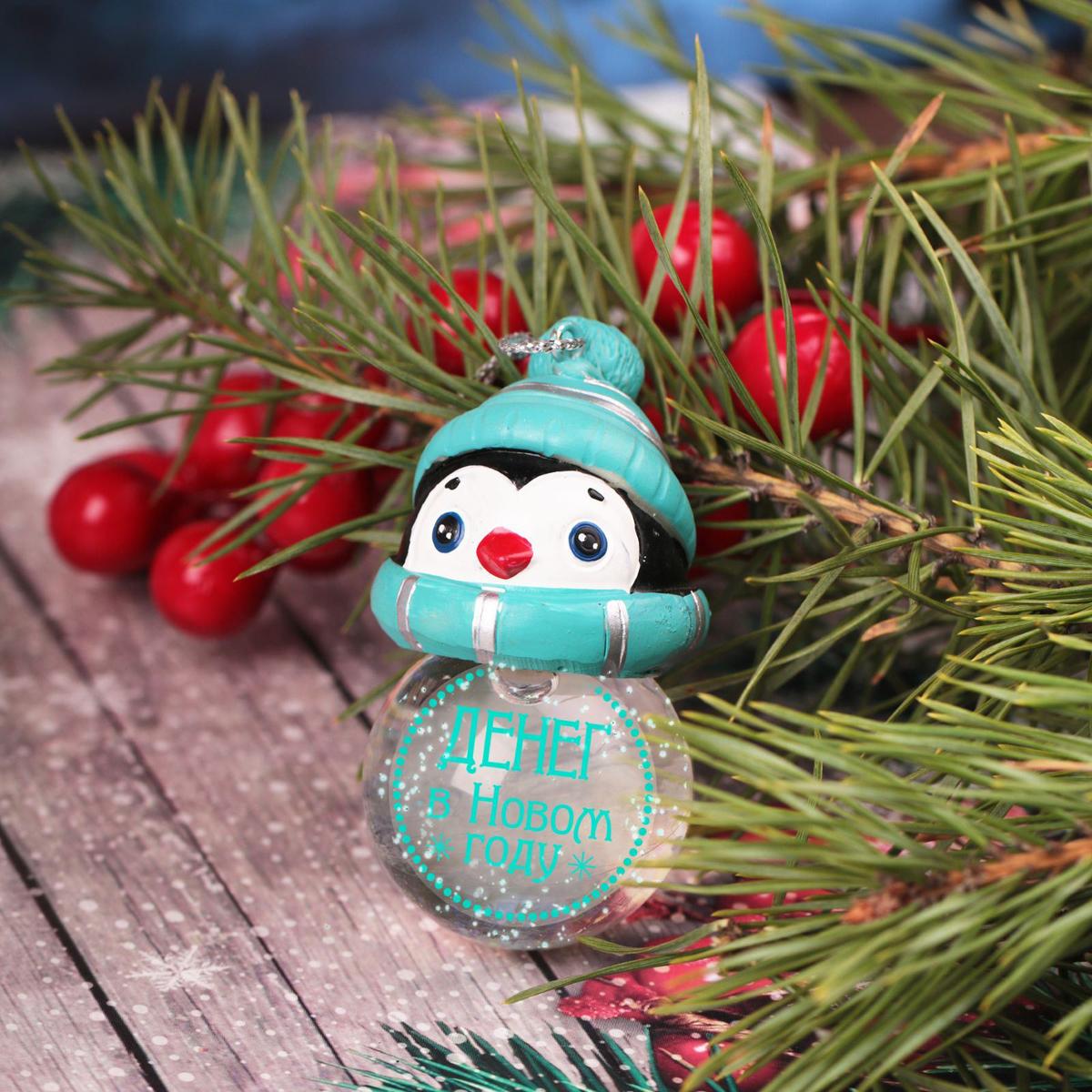 Новогоднее подвесное украшение Sima-land Денег в Новом году, светящееся, 6,3 см1366198Новогоднее украшение Sima-land отлично подойдет для декорации вашего дома и новогодней ели. Елочная игрушка - символ Нового года. Она несет в себе волшебство и красоту праздника. Такое украшение создаст в вашем доме атмосферу праздника, веселья и радости.