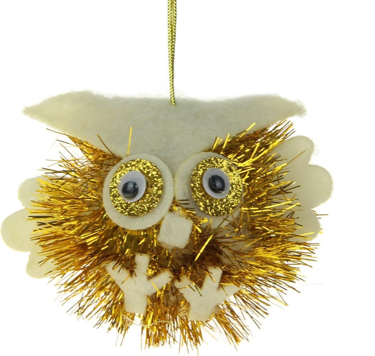 Новогоднее подвесное украшение Sima-land Совенок. Блеск, цвет: золотистый, 6,5 х 10 см1381163Новогоднее украшение Sima-land отлично подойдет для декорации вашего дома и новогодней ели.Елочная игрушка - символ Нового года. Она несет в себе волшебство и красоту праздника. Такое украшение создаст в вашем доме атмосферу праздника, веселья и радости.