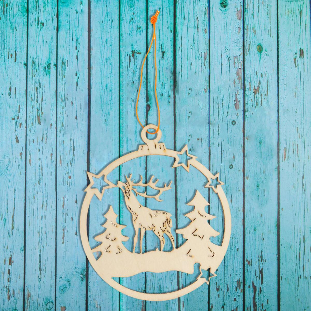 Новогоднее подвесное украшение Sima-land Новогодний лес, под роспись, 8,3 х 10 см1393683Новогоднее украшение Sima-land отлично подойдет для декорации вашего дома и новогодней ели. Елочная игрушка - символ Нового года. Она несет в себе волшебство и красоту праздника. Такое украшение создаст в вашем доме атмосферу праздника, веселья и радости.