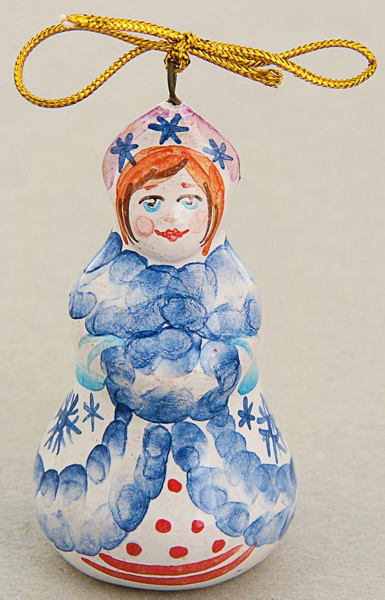 Новогоднее подвесное украшение Sima-land Снегурочка, ярославская майолика, 3 х 3 х 6,5 см1553161Новогоднее украшение Sima-land отлично подойдет для декорации вашего дома и новогодней ели. Украшение оснащено специальной петелькой для подвешивания. Елочная игрушка - символ Нового года. Она несет в себе волшебство и красоту праздника. Такое украшение создаст в вашем доме атмосферу праздника, веселья и радости. Уважаемые клиенты!Обращаем ваше внимание на цветовой ассортимент товара. Поставка осуществляется в зависимости от наличия на складе.