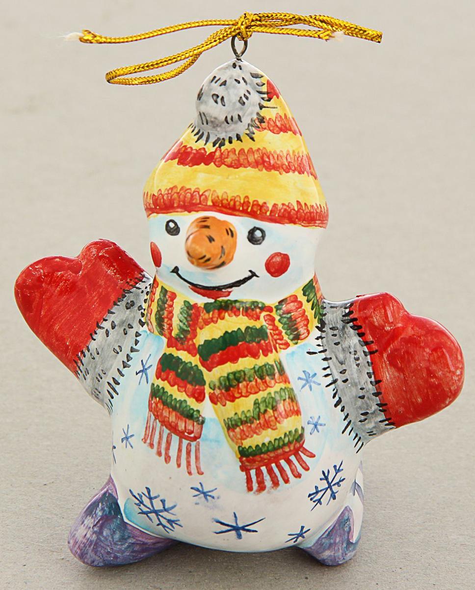 Новогоднее подвесное украшение Sima-land Снеговик на коньках, ярославская майолика, 5,5 х 8 х 9,5 см1553165Новогоднее украшение Sima-land отлично подойдет для декорации вашего дома и новогодней ели.Елочная игрушка - символ Нового года. Она несет в себе волшебство и красоту праздника. Такое украшение создаст в вашем доме атмосферу праздника, веселья и радости.