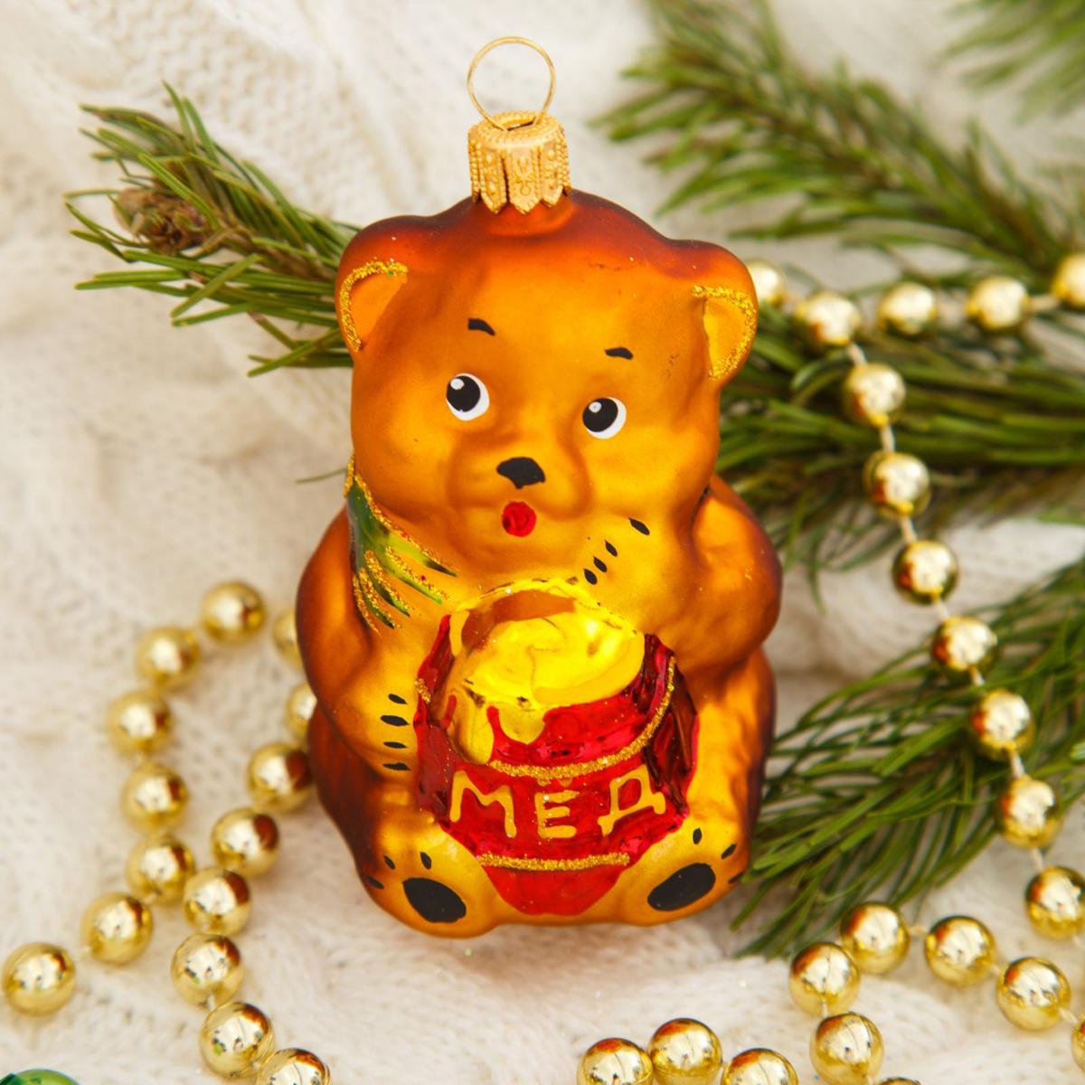 Новогоднее подвесное украшение Ёлочка Мишка с медом, 11 х 8 х 6,5 см1721443Новогоднее подвесное украшение Ёлочка отлично подойдет для декорации вашего дома и новогодней ели. Новогоднее украшение можно повесить в любом понравившемся вам месте. Но, конечно, удачнее всего оно будет смотреться на праздничной елке.Елочная игрушка - символ Нового года. Она несет в себе волшебство и красоту праздника. Такое украшение создаст в вашем доме атмосферу праздника, веселья и радости.