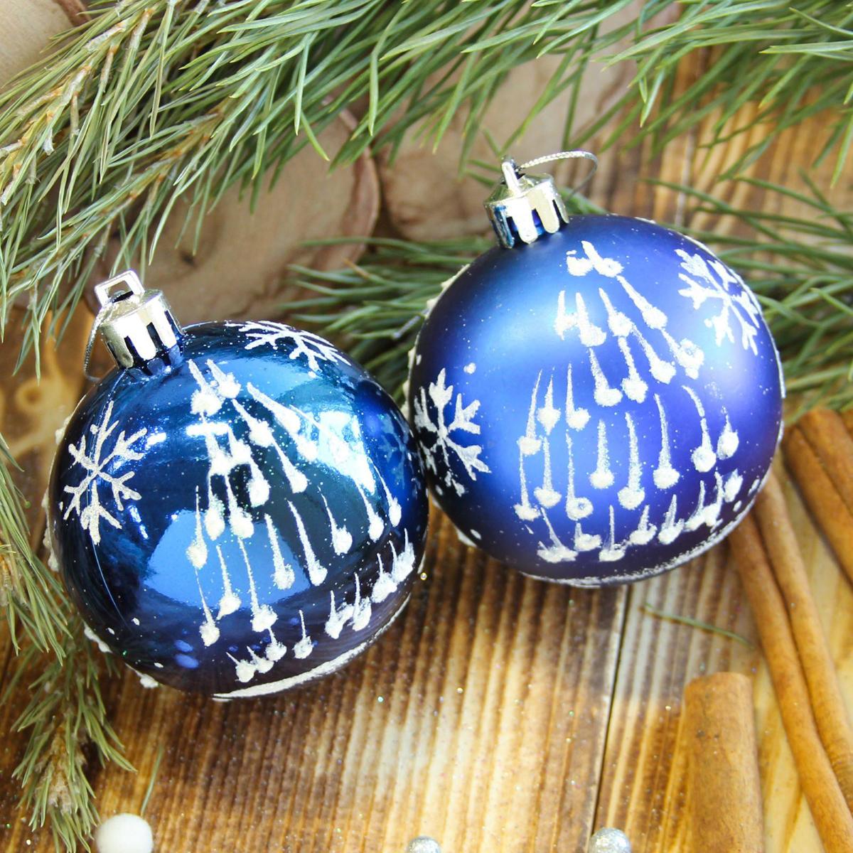 Набор новогодних подвесных украшений Sima-land Елочка. Капелька, цвет: синий, диаметр 6 см, 8 шт2122522Набор новогодних подвесных украшений Sima-land отлично подойдет для декорации вашего дома и новогодней ели. С помощью специальной петельки украшение можно повесить в любом понравившемся вам месте. Но, конечно, удачнее всего оно будет смотреться на праздничной елке. Елочная игрушка - символ Нового года. Она несет в себе волшебство и красоту праздника. Создайте в своем доме атмосферу веселья и радости, украшая новогоднюю елку нарядными игрушками, которые будут из года в год накапливать теплоту воспоминаний.