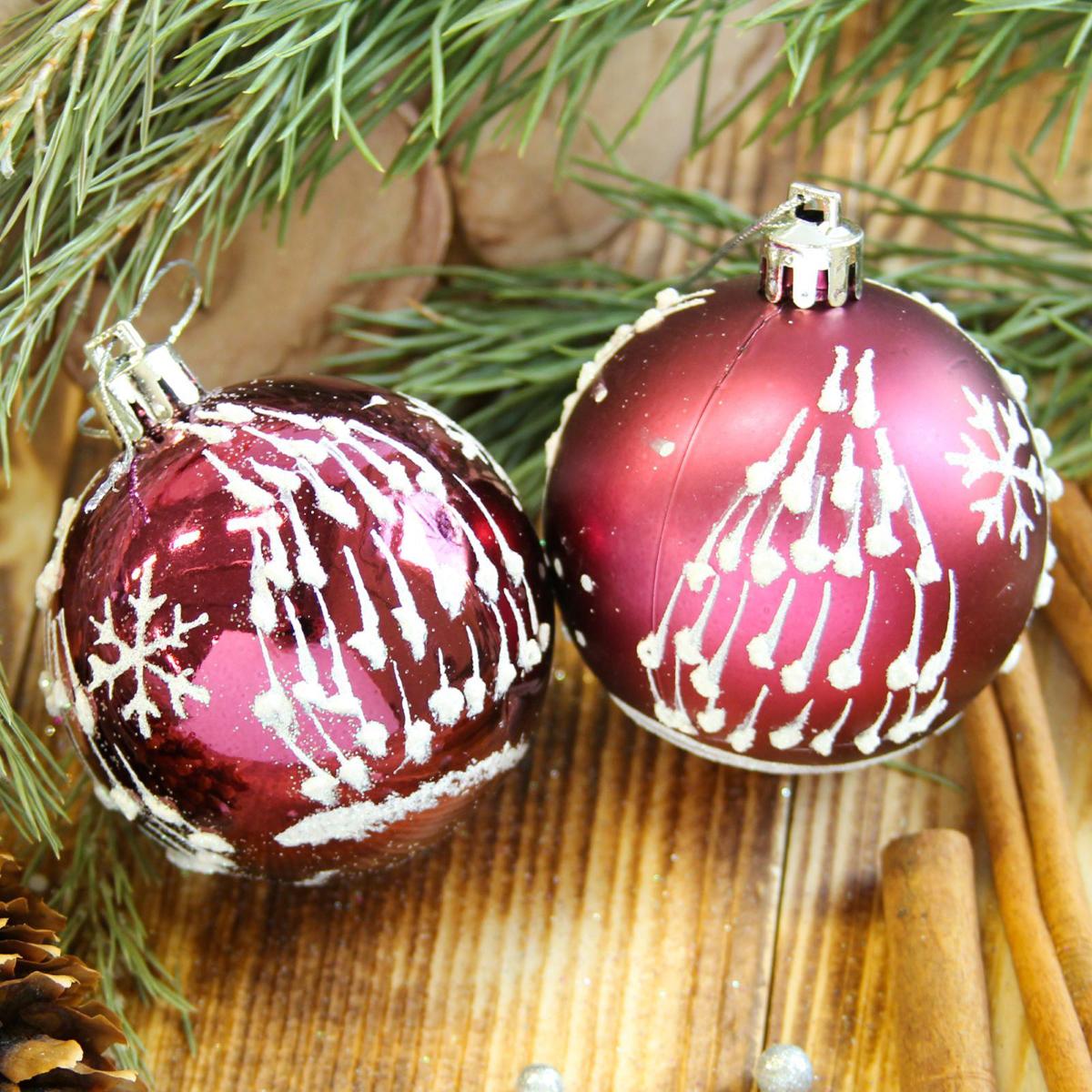 Набор новогодних подвесных украшений Sima-land Елочка. Капелька, цвет: бордовый, диаметр 6 см, 8 шт2122532Набор новогодних подвесных украшений Sima-land отлично подойдет для декорации вашего дома и новогодней ели. С помощью специальной петельки украшение можно повесить в любом понравившемся вам месте. Но, конечно, удачнее всего оно будет смотреться на праздничной елке. Елочная игрушка - символ Нового года. Она несет в себе волшебство и красоту праздника. Создайте в своем доме атмосферу веселья и радости, украшая новогоднюю елку нарядными игрушками, которые будут из года в год накапливать теплоту воспоминаний.