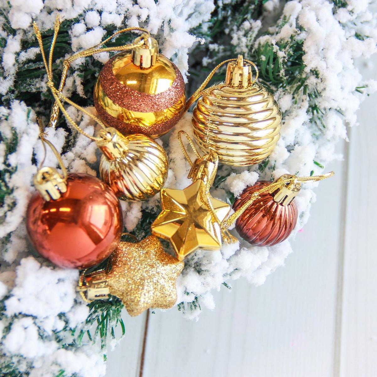 Набор новогодних подвесных украшений Sima-land Серпантин, цвет: коричневый, 21 шт2122890Невозможно представить нашу жизнь без праздников! Мы всегда ждём их и предвкушаем, обдумываем, как проведём памятный день, тщательно выбираем подарки и аксессуары, ведь именно они создают и поддерживают торжественный настрой.