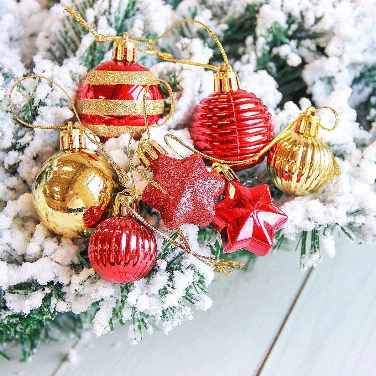 Набор новогодних подвесных украшений Sima-land Серпантин, цвет: красный, 21 шт2122893Набор новогодних подвесных украшений Sima-land отлично подойдет для декорации вашего дома и новогодней ели. С помощью специальной петельки украшение можно повесить в любом понравившемся вам месте. Но, конечно, удачнее всего оно будет смотреться на праздничной елке. Елочная игрушка - символ Нового года. Она несет в себе волшебство и красоту праздника. Создайте в своем доме атмосферу веселья и радости, украшая новогоднюю елку нарядными игрушками, которые будут из года в год накапливать теплоту воспоминаний.