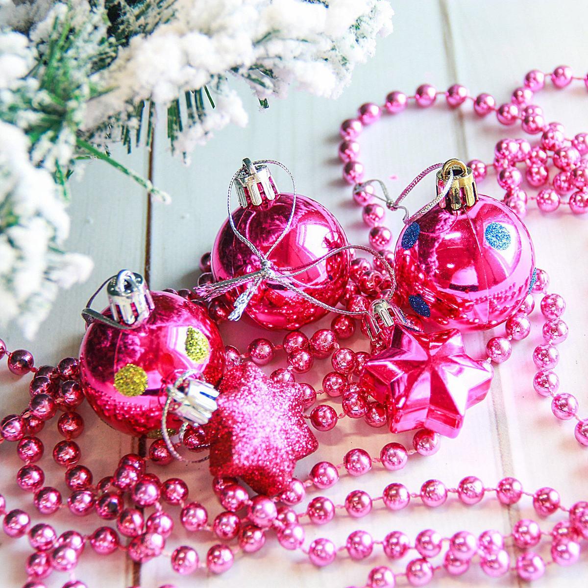 Набор новогодних подвесных украшений Sima-land Горох, 18 шт2122894Набор новогодних подвесных украшений Sima-land отлично подойдет для декорации вашего дома и новогодней ели. С помощью специальной петельки украшение можно повесить в любом понравившемся вам месте. Но, конечно, удачнее всего оно будет смотреться на праздничной елке. Елочная игрушка - символ Нового года. Она несет в себе волшебство и красоту праздника. Создайте в своем доме атмосферу веселья и радости, украшая новогоднюю елку нарядными игрушками, которые будут из года в год накапливать теплоту воспоминаний.
