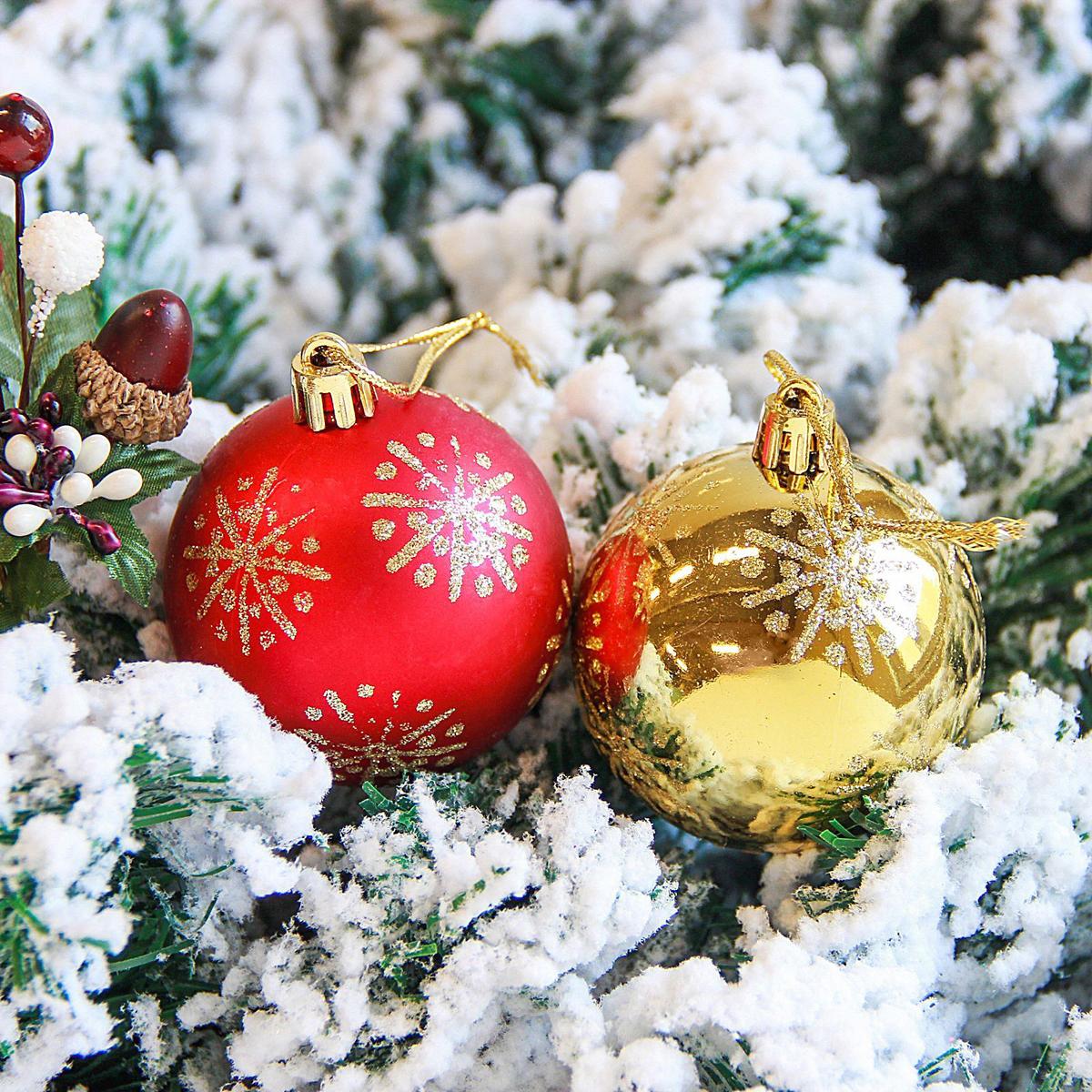 Набор новогодних подвесных украшений Sima-land Снежинка, диаметр 6 см, 12 шт. 21229152122915Набор новогодних подвесных украшений Sima-land отлично подойдет для декорации вашего дома и новогодней ели. С помощью специальной петельки украшение можно повесить в любом понравившемся вам месте. Но, конечно, удачнее всего оно будет смотреться на праздничной елке. Елочная игрушка - символ Нового года. Она несет в себе волшебство и красоту праздника. Создайте в своем доме атмосферу веселья и радости, украшая новогоднюю елку нарядными игрушками, которые будут из года в год накапливать теплоту воспоминаний.
