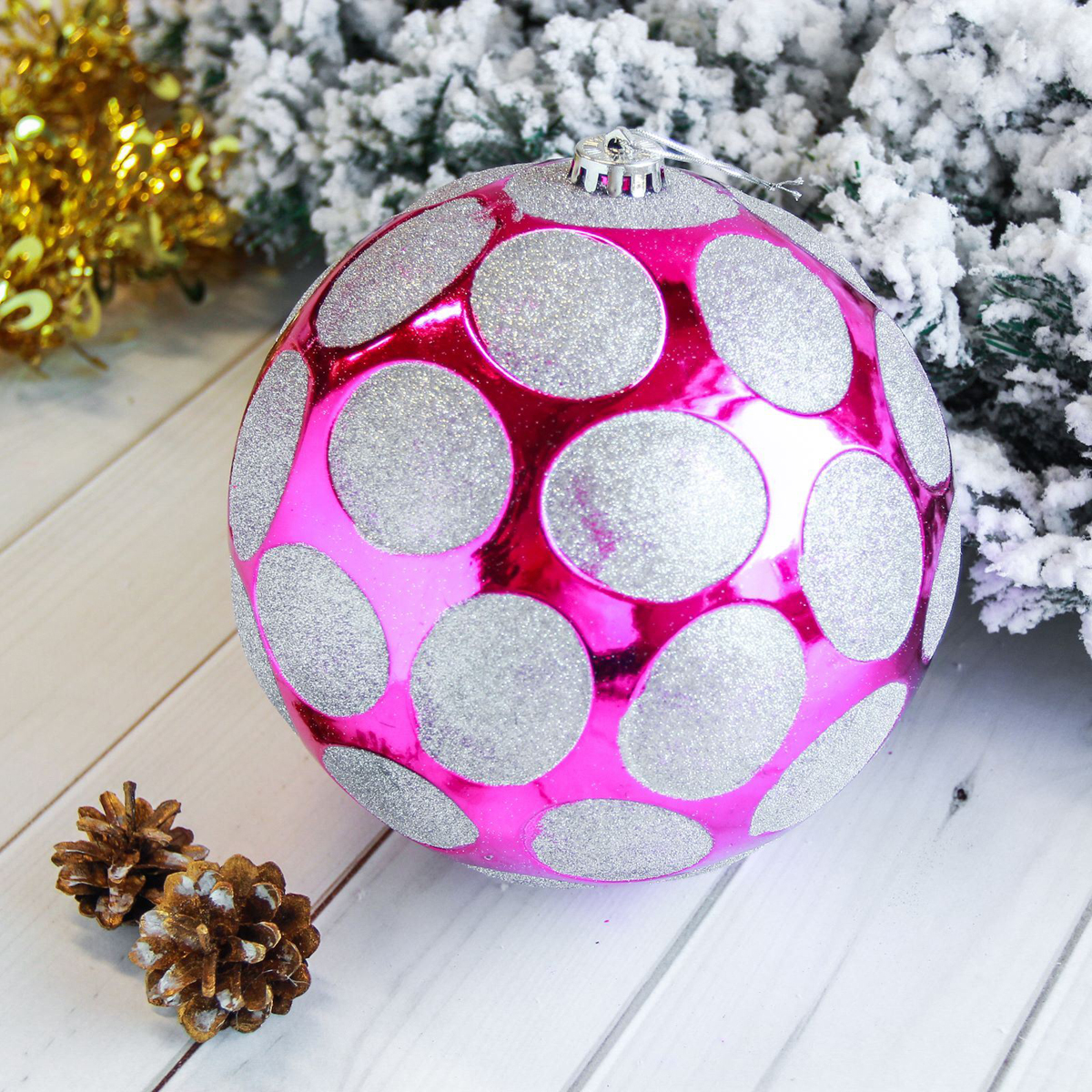 Новогоднее подвесное украшение Sima-land Мега. Горох, диаметр 20 см2122923Новогоднее подвесное украшение Sima-land отлично подойдет для декорации вашего дома и новогодней ели. Новогоднее украшение можно повесить в любом понравившемся вам месте. Но, конечно, удачнее всего оно будет смотреться на праздничной елке.Елочная игрушка - символ Нового года. Она несет в себе волшебство и красоту праздника. Такое украшение создаст в вашем доме атмосферу праздника, веселья и радости.