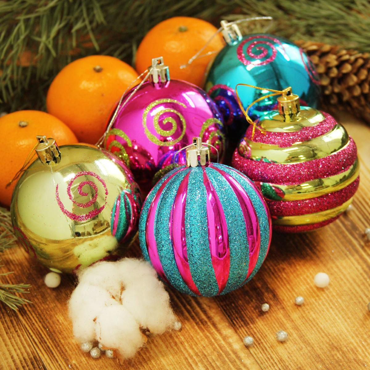 Набор новогодних подвесных украшений Sima-land Веселое ассорти, диаметр 7 см, 5 шт2122991Набор новогодних подвесных украшений Sima-land отлично подойдет для декорации вашего дома и новогодней ели. С помощью специальной петельки украшение можно повесить в любом понравившемся вам месте. Но, конечно, удачнее всего оно будет смотреться на праздничной елке. Елочная игрушка - символ Нового года. Она несет в себе волшебство и красоту праздника. Создайте в своем доме атмосферу веселья и радости, украшая новогоднюю елку нарядными игрушками, которые будут из года в год накапливать теплоту воспоминаний.