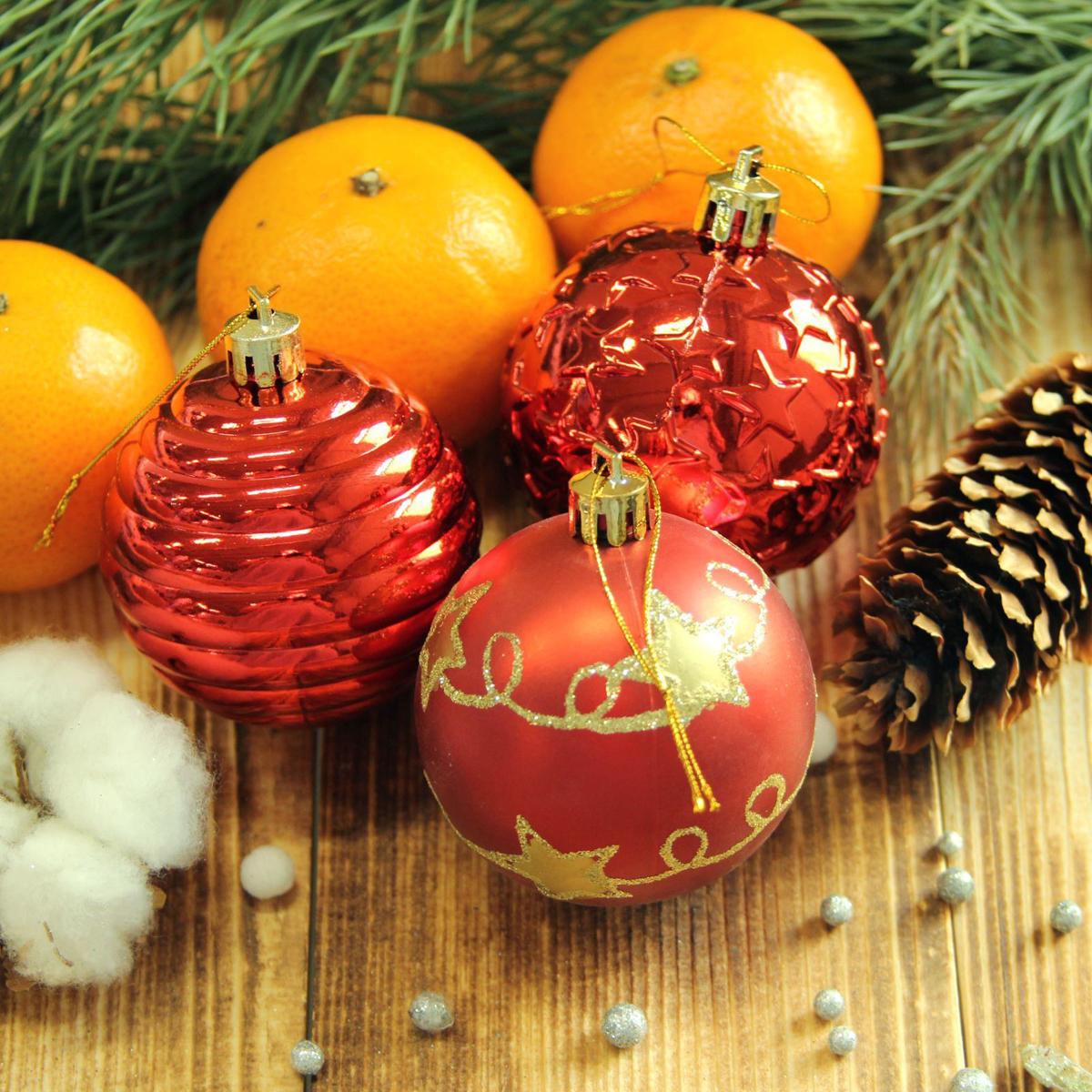 Набор новогодних подвесных украшений Sima-land Элит, цвет: красный, диаметр 6 см, 12 шт2123003Набор новогодних подвесных украшений Sima-land отлично подойдет для декорации вашего дома и новогодней ели. С помощью специальной петельки украшение можно повесить в любом понравившемся вам месте. Но, конечно, удачнее всего оно будет смотреться на праздничной елке. Елочная игрушка - символ Нового года. Она несет в себе волшебство и красоту праздника. Создайте в своем доме атмосферу веселья и радости, украшая новогоднюю елку нарядными игрушками, которые будут из года в год накапливать теплоту воспоминаний.