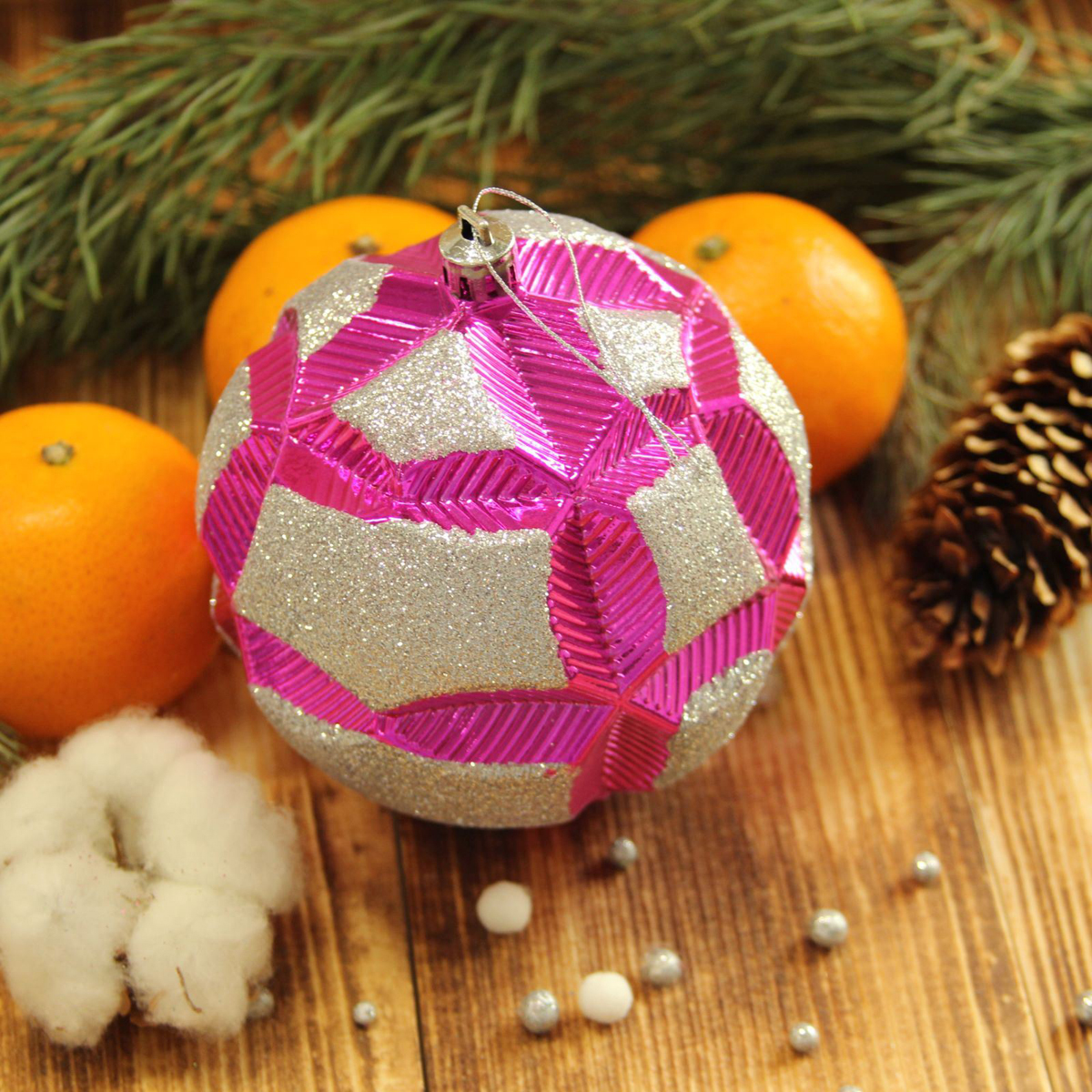 Набор новогодних подвесных украшений Sima-land Цветочный рельеф, цвет: малиновый, диаметр 10 см, 2 шт2123010Набор новогодних подвесных украшений Sima-land отлично подойдет для декорации вашего дома и новогодней ели. С помощью специальной петельки украшение можно повесить в любом понравившемся вам месте. Но, конечно, удачнее всего оно будет смотреться на праздничной елке. Елочная игрушка - символ Нового года. Она несет в себе волшебство и красоту праздника. Создайте в своем доме атмосферу веселья и радости, украшая новогоднюю елку нарядными игрушками, которые будут из года в год накапливать теплоту воспоминаний.