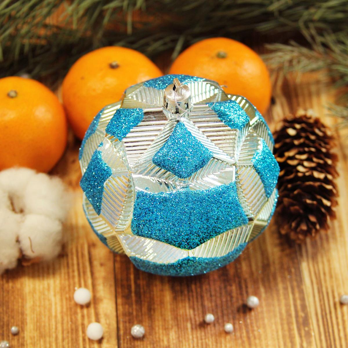 Набор новогодних подвесных украшений Sima-land Цветочный рельеф, цвет: голубой, диаметр 10 см, 5 шт2123014Набор новогодних подвесных украшений Sima-land отлично подойдет для декорации вашего дома и новогодней ели. С помощью специальной петельки украшение можно повесить в любом понравившемся вам месте. Но, конечно, удачнее всего оно будет смотреться на праздничной елке. Елочная игрушка - символ Нового года. Она несет в себе волшебство и красоту праздника. Создайте в своем доме атмосферу веселья и радости, украшая новогоднюю елку нарядными игрушками, которые будут из года в год накапливать теплоту воспоминаний.