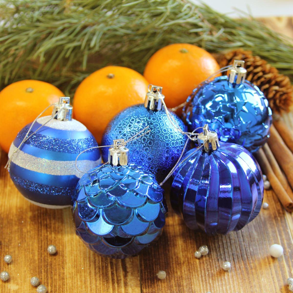 Набор новогодних подвесных украшений Sima-land Элит, цвет: синий, диаметр 6 см, 20 шт2123019Набор новогодних подвесных украшений Sima-land отлично подойдет для декорации вашего дома и новогодней ели. С помощью специальной петельки украшение можно повесить в любом понравившемся вам месте. Но, конечно, удачнее всего оно будет смотреться на праздничной елке. Елочная игрушка - символ Нового года. Она несет в себе волшебство и красоту праздника. Создайте в своем доме атмосферу веселья и радости, украшая новогоднюю елку нарядными игрушками, которые будут из года в год накапливать теплоту воспоминаний.