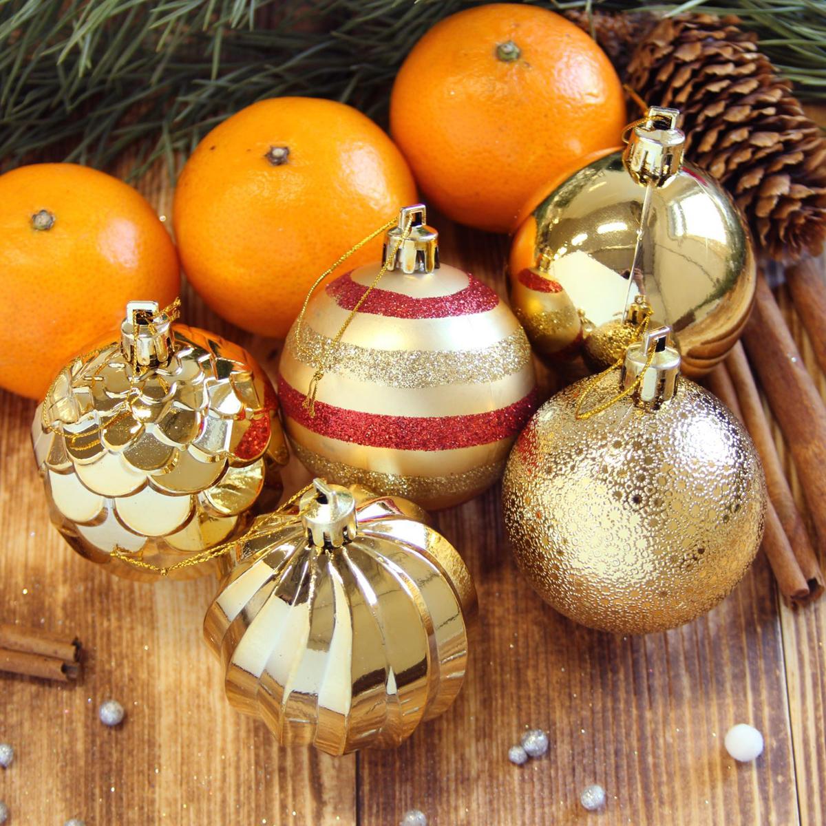Набор новогодних подвесных украшений Sima-land Элит, цвет: золотистый, диаметр 6 см, 20 шт. 21230212123021Набор новогодних подвесных украшений Sima-land отлично подойдет для декорации вашего дома и новогодней ели. С помощью специальной петельки украшение можно повесить в любом понравившемся вам месте. Но, конечно, удачнее всего оно будет смотреться на праздничной елке. Елочная игрушка - символ Нового года. Она несет в себе волшебство и красоту праздника. Создайте в своем доме атмосферу веселья и радости, украшая новогоднюю елку нарядными игрушками, которые будут из года в год накапливать теплоту воспоминаний.