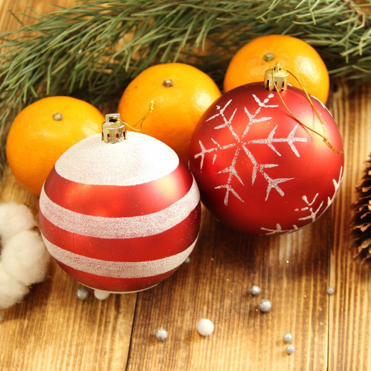 Набор новогодних подвесных украшений Sima-land Улыбка, диаметр 8 см, 4 шт. 21230372123037Набор новогодних подвесных украшений Sima-land отлично подойдет для декорации вашего дома и новогодней ели. С помощью специальной петельки украшение можно повесить в любом понравившемся вам месте. Но, конечно, удачнее всего оно будет смотреться на праздничной елке. Елочная игрушка - символ Нового года. Она несет в себе волшебство и красоту праздника. Создайте в своем доме атмосферу веселья и радости, украшая новогоднюю елку нарядными игрушками, которые будут из года в год накапливать теплоту воспоминаний.