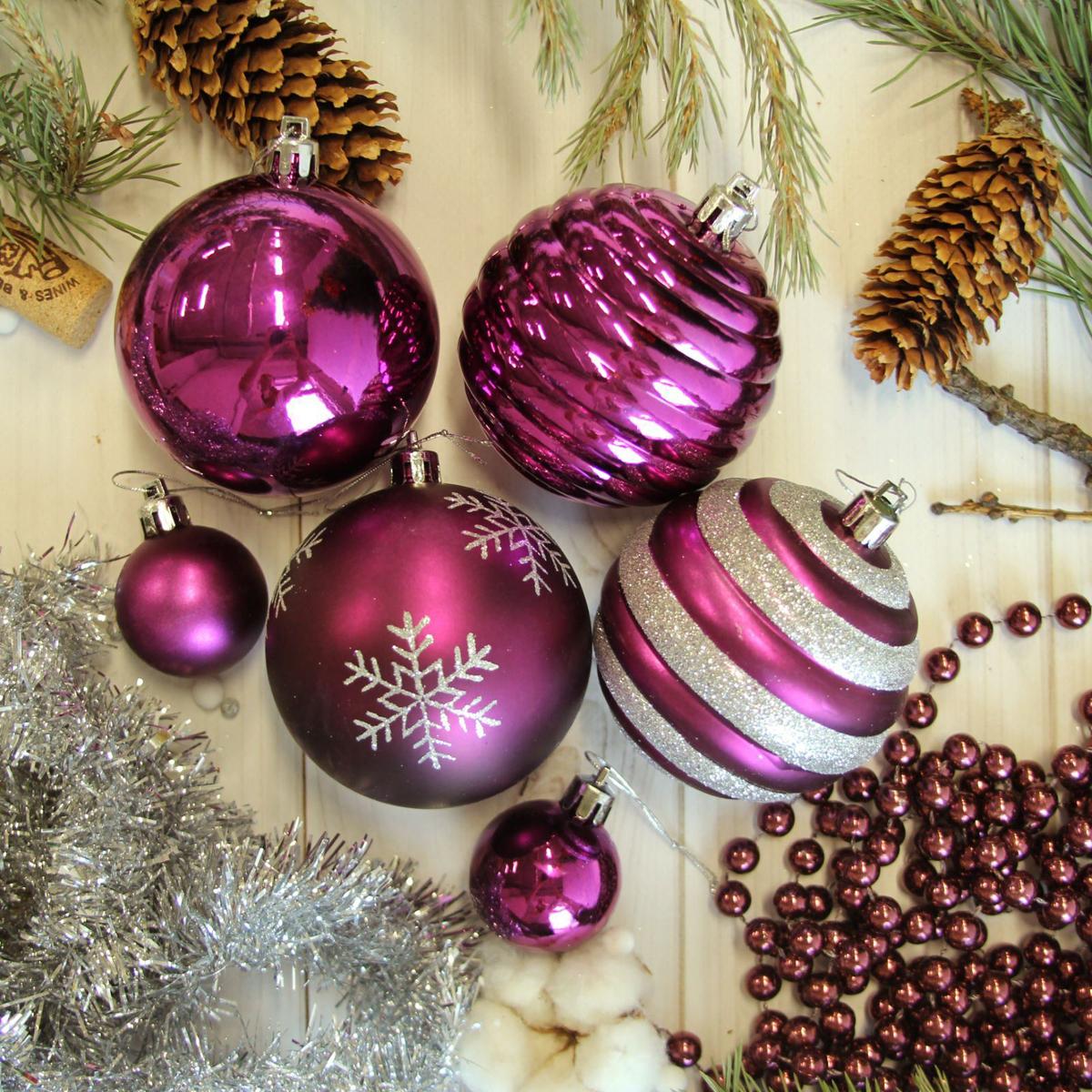 Набор новогодних подвесных украшений Sima-land, 63 шт2123043Набор новогодних подвесных украшений Sima-land отлично подойдет для декорации вашего дома и новогодней ели. С помощью специальной петельки украшение можно повесить в любом понравившемся вам месте. Но, конечно, удачнее всего оно будет смотреться на праздничной елке. Елочная игрушка - символ Нового года. Она несет в себе волшебство и красоту праздника. Создайте в своем доме атмосферу веселья и радости, украшая новогоднюю елку нарядными игрушками, которые будут из года в год накапливать теплоту воспоминаний.