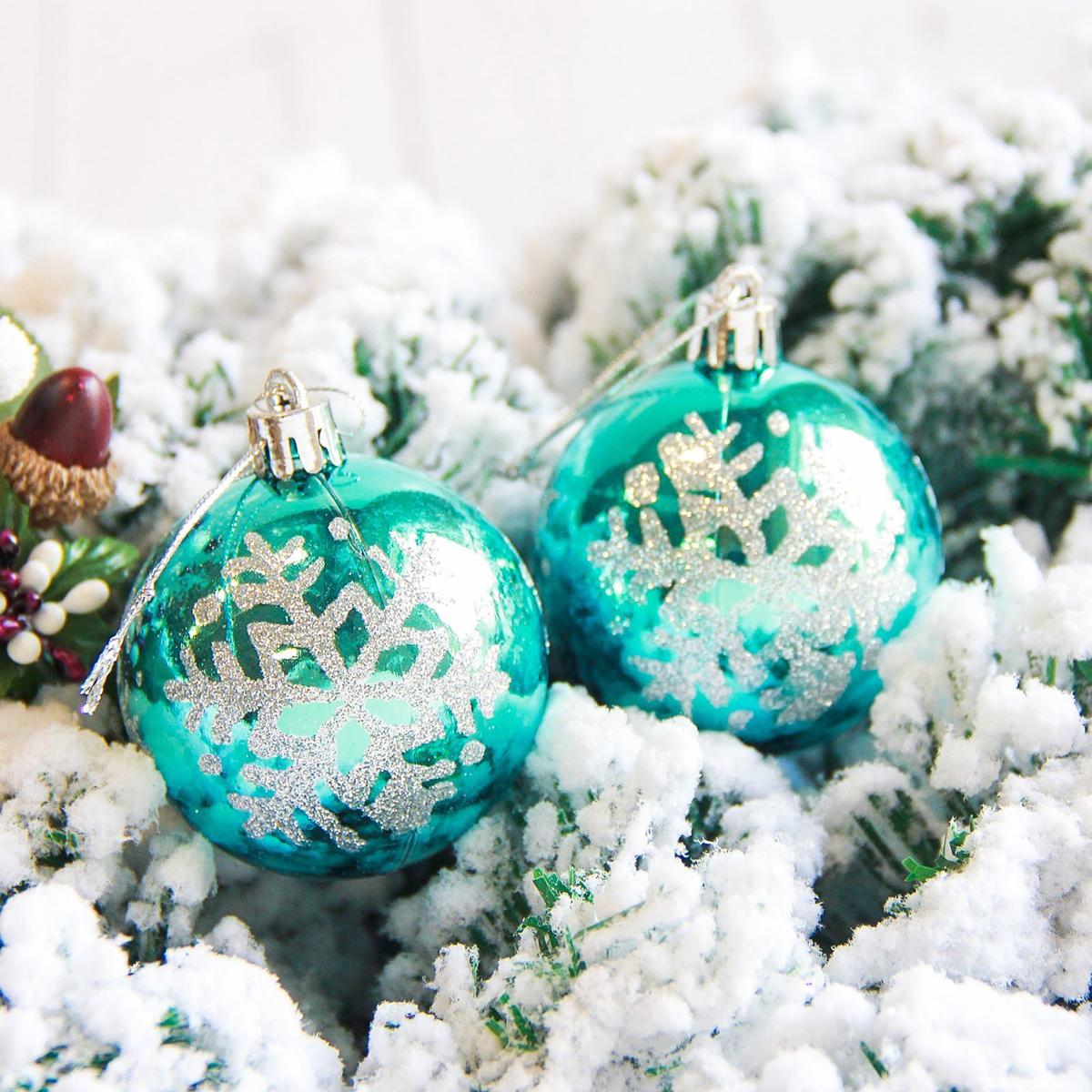 Набор новогодних подвесных украшений Sima-land Глянец. Снежинка, цвет: голубой, диаметр 6 см, 6 шт2178174Невозможно представить нашу жизнь без праздников! Мы всегда ждём их и предвкушаем, обдумываем, как проведём памятный день, тщательно выбираем подарки и аксессуары, ведь именно они создают и поддерживают торжественный настрой.