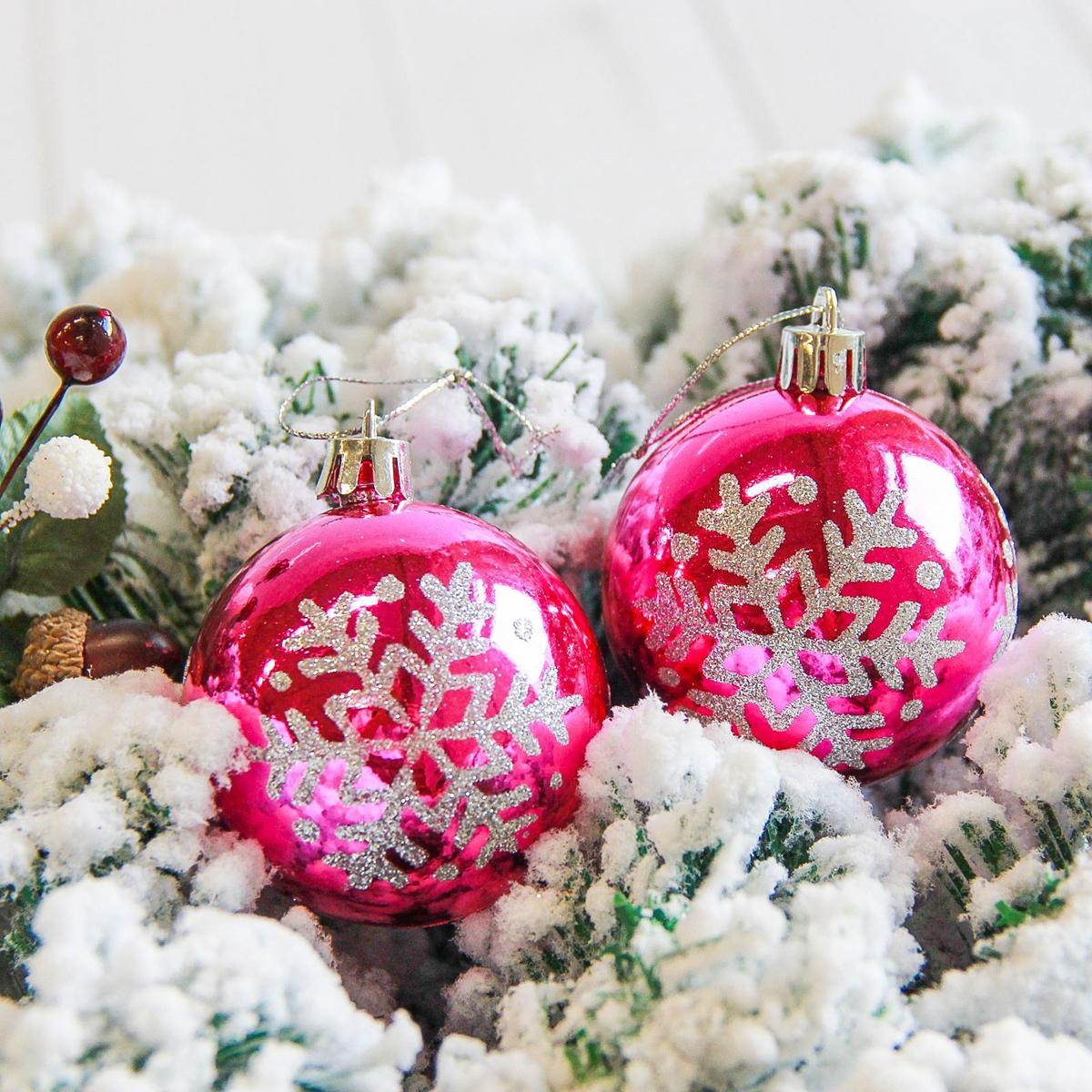 Набор новогодних подвесных украшений Sima-land Глянец. Снежинка, цвет: малиновый, диаметр 6 см, 6 шт2178177Невозможно представить нашу жизнь без праздников! Мы всегда ждём их и предвкушаем, обдумываем, как проведём памятный день, тщательно выбираем подарки и аксессуары, ведь именно они создают и поддерживают торжественный настрой.