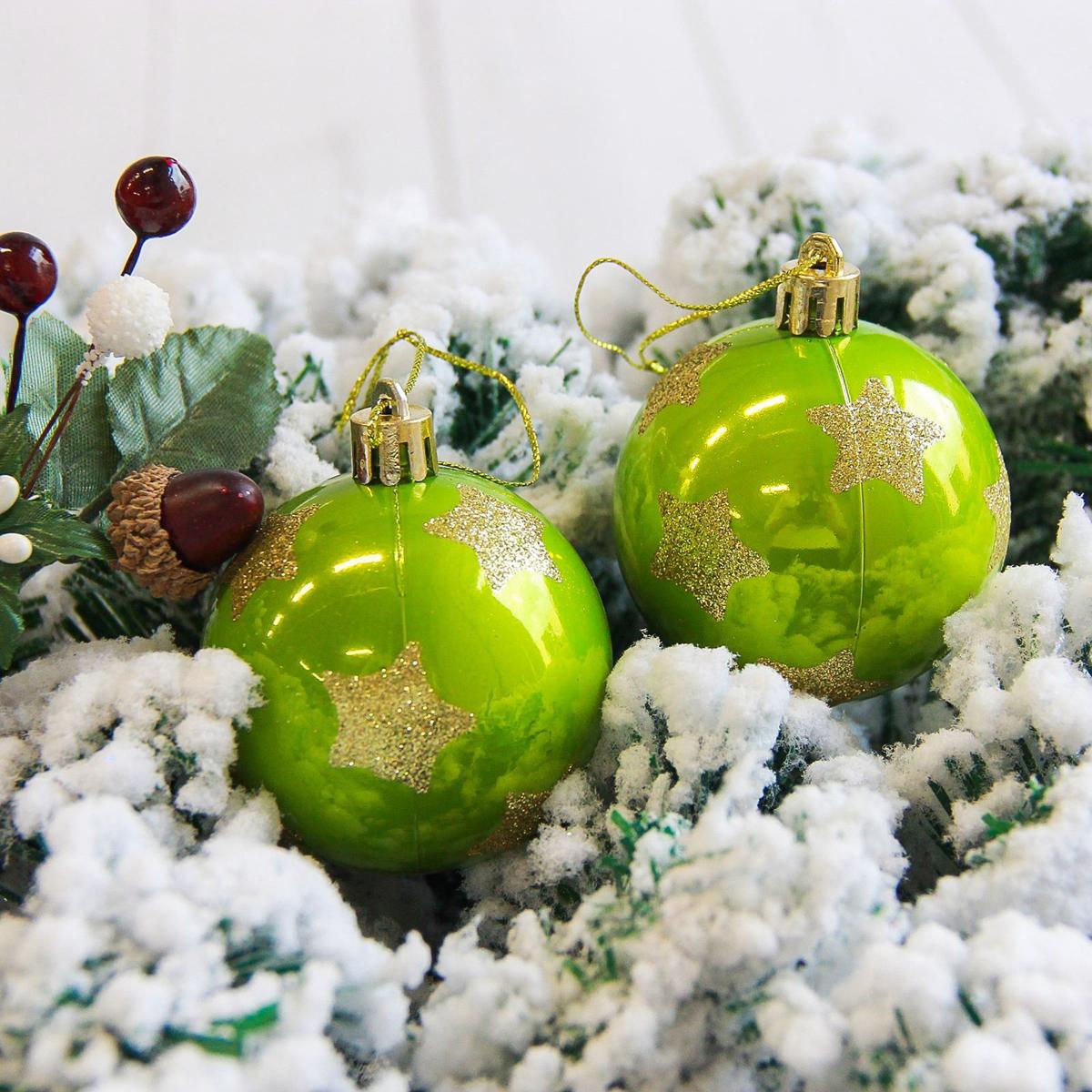 Набор новогодних подвесных украшений Sima-land Яркая звезда, цвет: зеленый, диаметр 6 см, 6 шт2178178Набор новогодних подвесных украшений Sima-land отлично подойдет для декорации вашего дома и новогодней ели. С помощью специальной петельки украшение можно повесить в любом понравившемся вам месте. Но, конечно, удачнее всего оно будет смотреться на праздничной елке. Елочная игрушка - символ Нового года. Она несет в себе волшебство и красоту праздника. Создайте в своем доме атмосферу веселья и радости, украшая новогоднюю елку нарядными игрушками, которые будут из года в год накапливать теплоту воспоминаний.