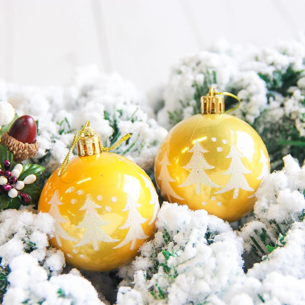 Набор новогодних подвесных украшений Sima-land Елочки. Капель, цвет: желтый, диаметр 6 см, 6 шт2178179Невозможно представить нашу жизнь без праздников! Мы всегда ждём их и предвкушаем, обдумываем, как проведём памятный день, тщательно выбираем подарки и аксессуары, ведь именно они создают и поддерживают торжественный настрой.
