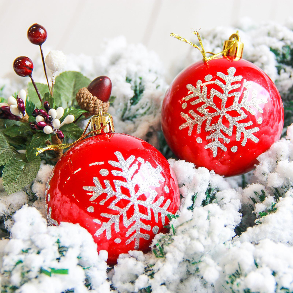 Набор новогодних подвесных украшений Sima-land Снежинка. Капель, цвет: красный, диаметр 7 см, 6 шт2178207Набор новогодних подвесных украшений Sima-land отлично подойдет для декорации вашего дома и новогодней ели. С помощью специальной петельки украшение можно повесить в любом понравившемся вам месте. Но, конечно, удачнее всего оно будет смотреться на праздничной елке. Елочная игрушка - символ Нового года. Она несет в себе волшебство и красоту праздника. Создайте в своем доме атмосферу веселья и радости, украшая новогоднюю елку нарядными игрушками, которые будут из года в год накапливать теплоту воспоминаний.