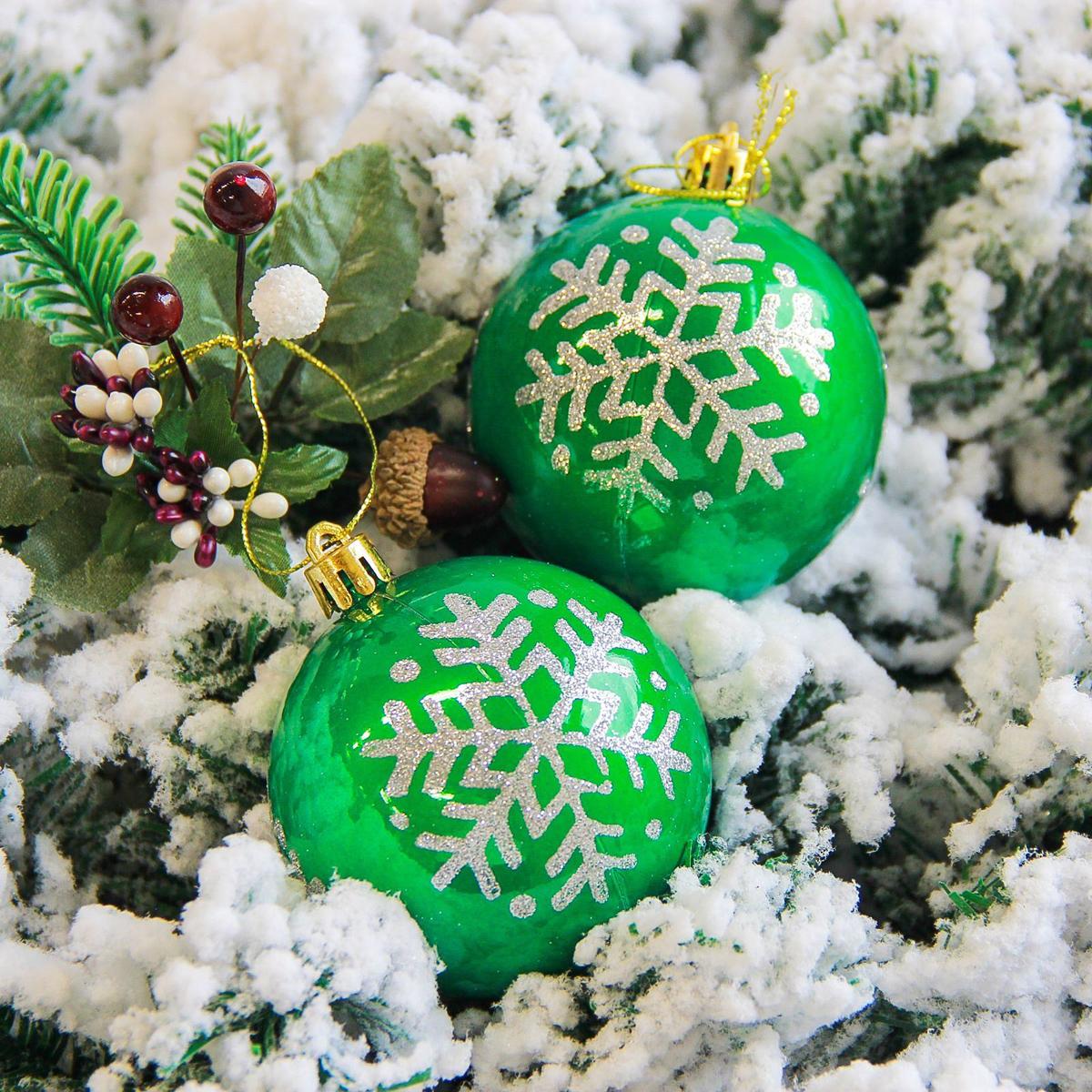 Набор новогодних подвесных украшений Sima-land Снежинка. Капель, цвет: зеленый, диаметр 7 см, 6 шт2178209Набор новогодних подвесных украшений Sima-land отлично подойдет для декорации вашего дома и новогодней ели. С помощью специальной петельки украшение можно повесить в любом понравившемся вам месте. Но, конечно, удачнее всего оно будет смотреться на праздничной елке. Елочная игрушка - символ Нового года. Она несет в себе волшебство и красоту праздника. Создайте в своем доме атмосферу веселья и радости, украшая новогоднюю елку нарядными игрушками, которые будут из года в год накапливать теплоту воспоминаний.