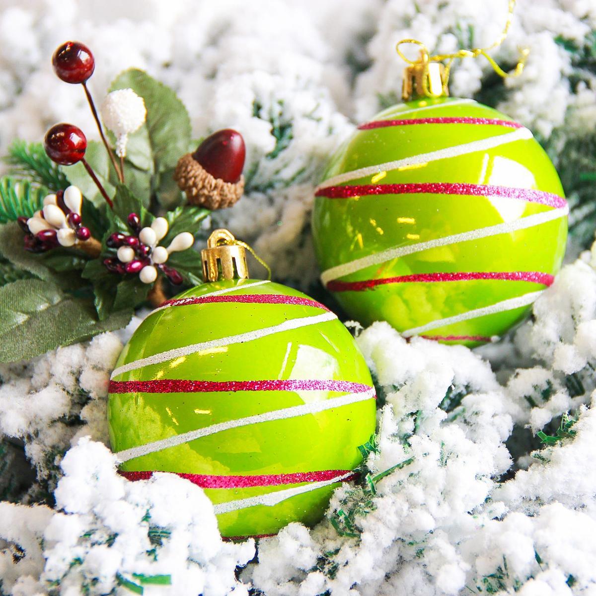 Набор новогодних подвесных украшений Sima-land Орион, цвет: зеленый, диаметр 7 см, 6 шт2178212Набор новогодних подвесных украшений Sima-land отлично подойдет для декорации вашего дома и новогодней ели. С помощью специальной петельки украшение можно повесить в любом понравившемся вам месте. Но, конечно, удачнее всего оно будет смотреться на праздничной елке. Елочная игрушка - символ Нового года. Она несет в себе волшебство и красоту праздника. Создайте в своем доме атмосферу веселья и радости, украшая новогоднюю елку нарядными игрушками, которые будут из года в год накапливать теплоту воспоминаний.